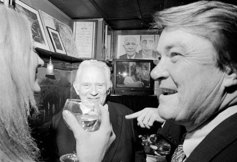 Norman Mailer ve Steve Kroft, Vanity Fair Oscar partisi, 1995