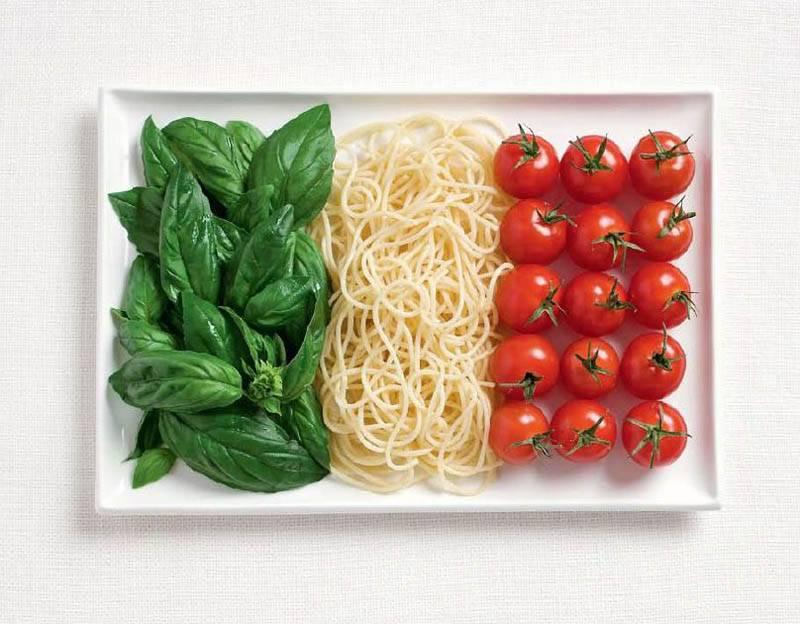 İtalya; fesleğen, makarna ve domates.