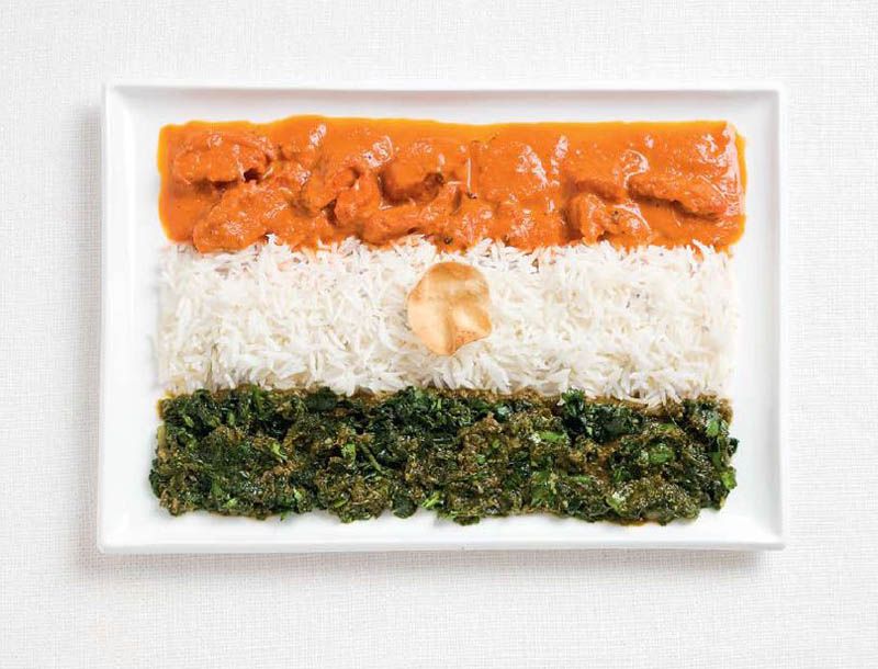 Hindistan; körili tavuk, pilav, cheera toran ve papadum wafer.