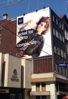 Zosia Mamet'li Dress Normal reklamı, Odakule'de. Fotoğraf: Koltukname.