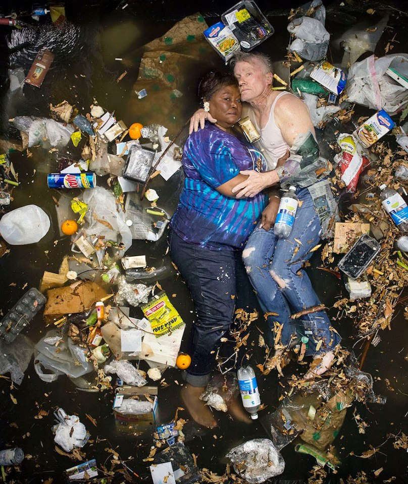 7-days-of-garbage-environmental-photography-gregg-segal-10