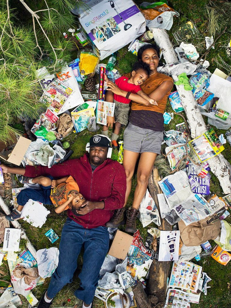 7-days-of-garbage-environmental-photography-gregg-segal-2