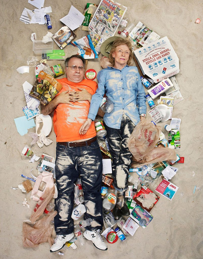 7-days-of-garbage-environmental-photography-gregg-segal-3