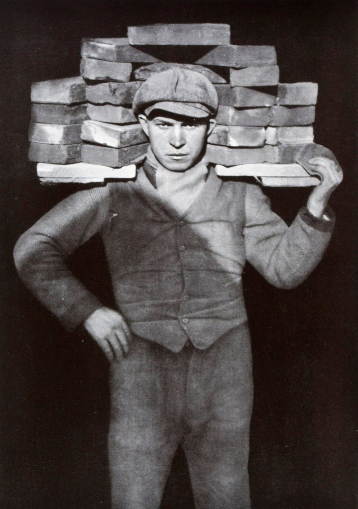 Tuğla Döşeyici, 1928.